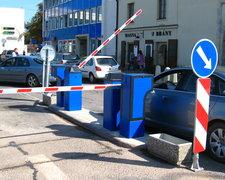 Závorový parkovací systém